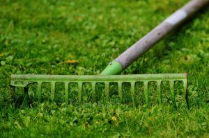 rastrello per giardinaggio