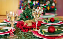tavola di Natale imbandita